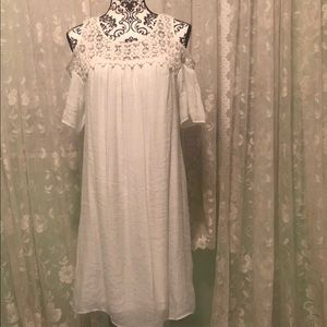 New Directions NWT white cold shoulder dress S